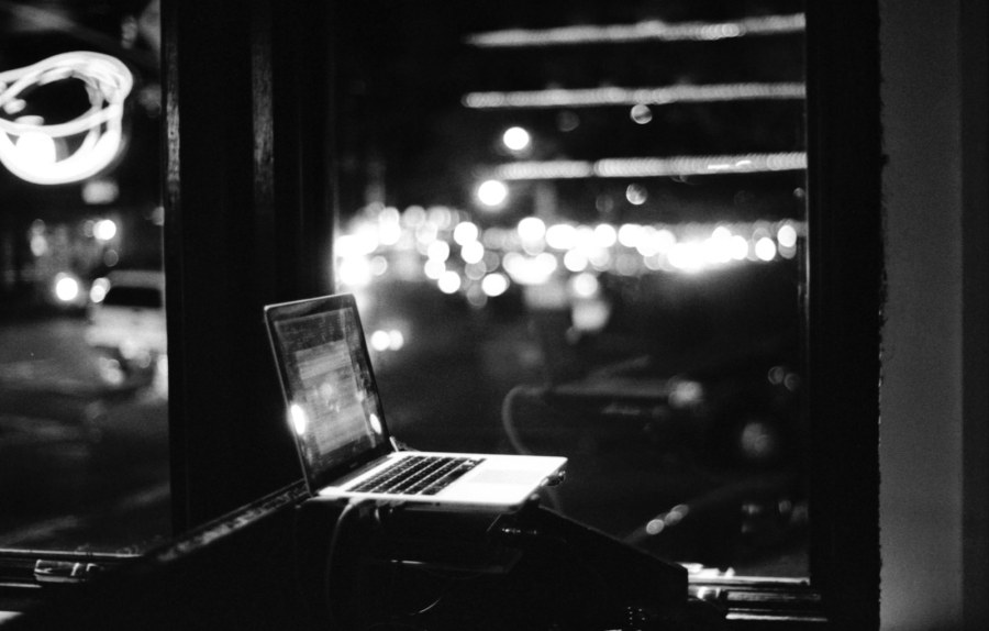 Working late at a cafe. Image by Satish Indofunk, CC. flickr.com/photos/indofunk