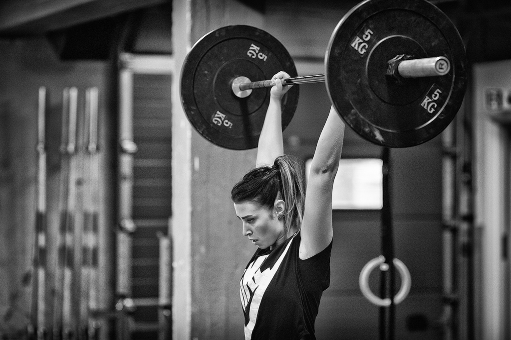 Motivation: image of woman lifting weights; Image by Runar Eilertsen, CC: flickr.com/photos/runare/
