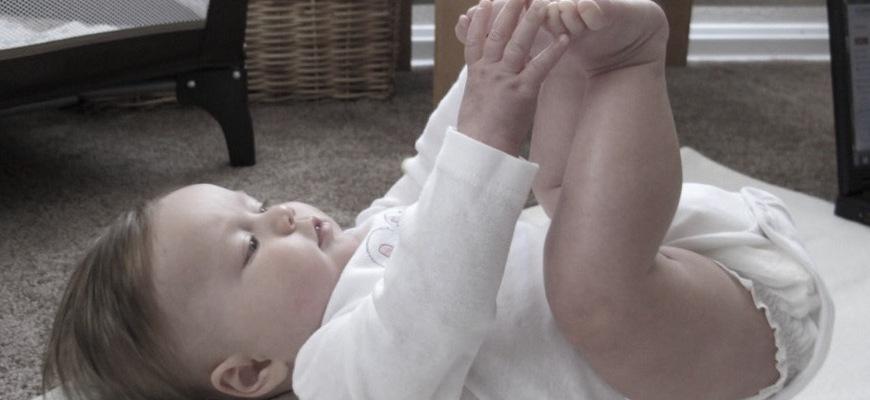 Happy baby pose. Image by Teresa Shishim, CC